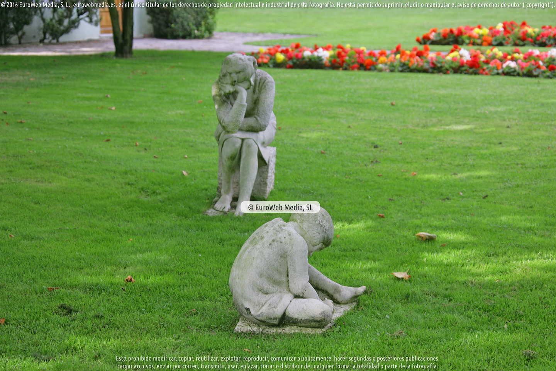 Fotografía de Escultura «La madre y sus hijos» en Gijón. Asturias. España.