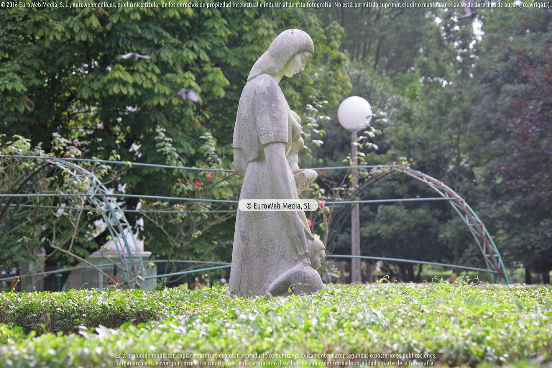 Fotografía de Escultura «Maternidad» (Gijón) en Gijón. Asturias. España.