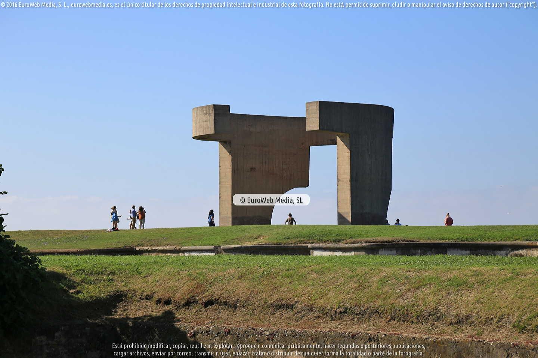 Fotografía de Escultura «Elogio del Horizonte» en Gijón. Asturias. España.