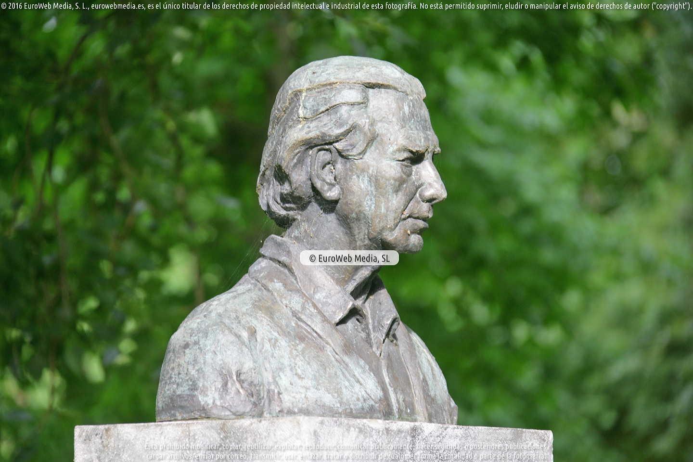 Fotografía de Escultura «Monumento al pintor Evaristo Valle» en Gijón. Asturias. España.