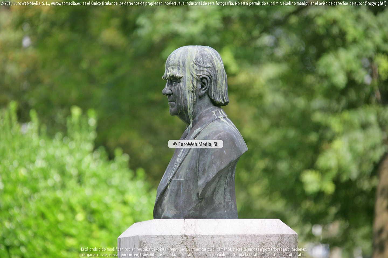 Fotografía de Escultura «Monumento a Manuel Rodríguez Lana, Marola» en Gijón. Asturias. España.
