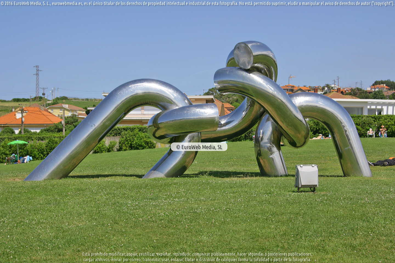 Fotografía de Escultura «Solidaridad» en Gijón. Asturias. España.