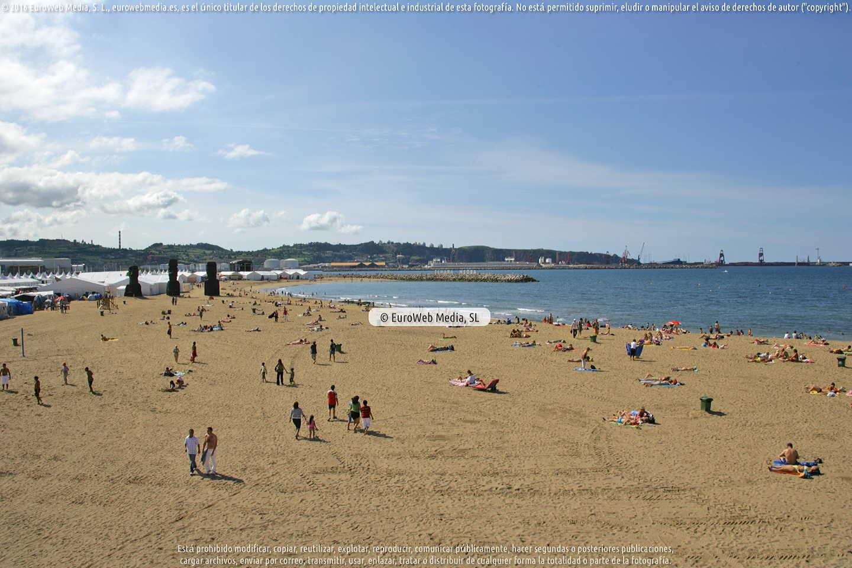 Fotografía de Playa de Poniente en Gijón. Asturias. España.