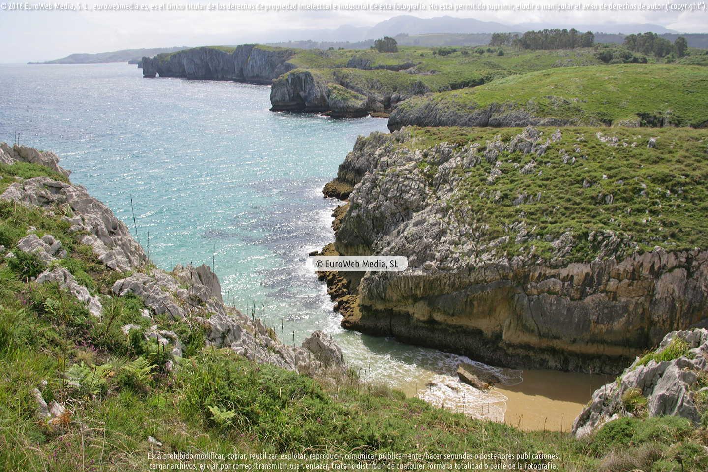 Fotografía de Playa de Puertu Cerráu - Puertu Seco en Llanes. Asturias. España.