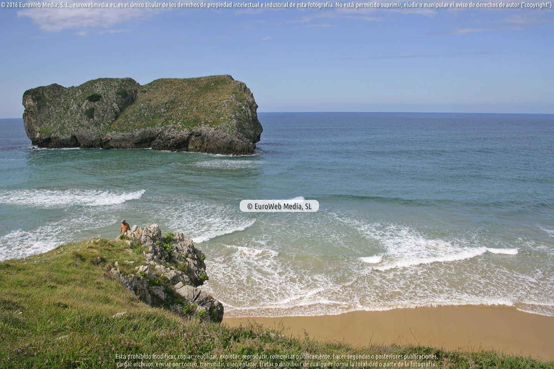 Fotografía de Playa Arenal de San Martín en Llanes. Asturias. España.