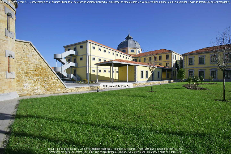 Fotografía de Antigua Prisión Provincial o Cárcel Modelo de Oviedo [Archivo Histórico de Asturias] en Oviedo. Asturias. España.