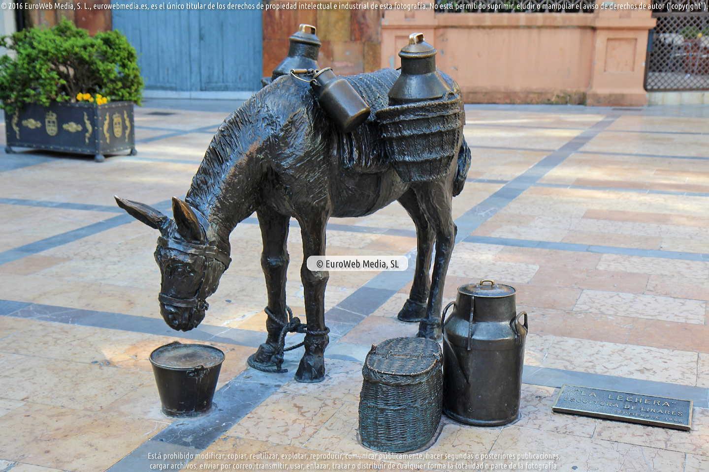 Fotografía de Escultura «La lechera» en Oviedo. Asturias. España.