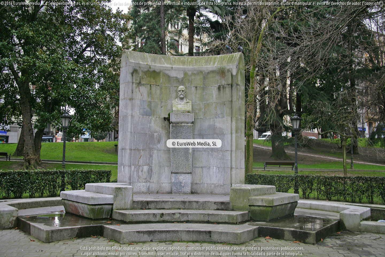 Fotografía de Escultura «Leopoldo Alas 'Clarín'» en Oviedo. Asturias. España.