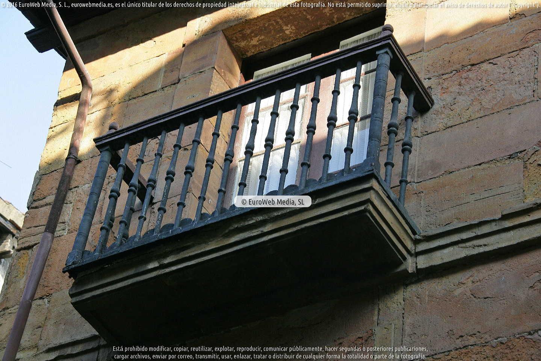 Fotografía de Casa natal de Alejandro Mon y Menéndez en Oviedo. Asturias. España.