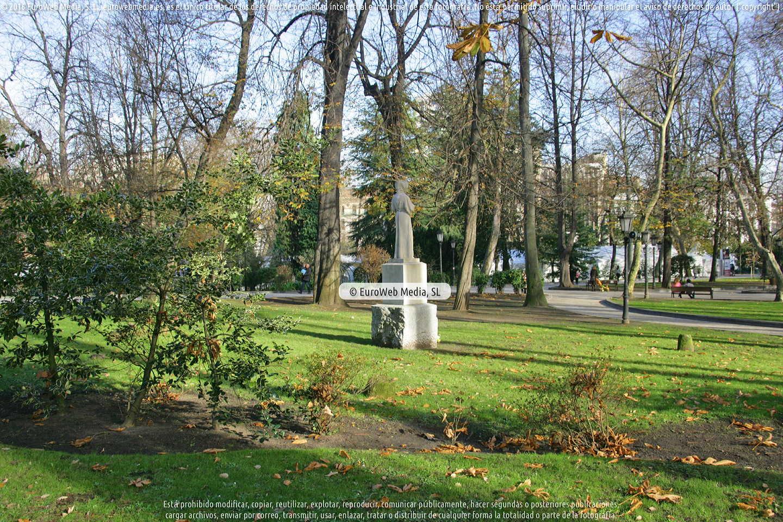 Fotografía de Escultura «San Francisco de Asís» en Oviedo. Asturias. España.