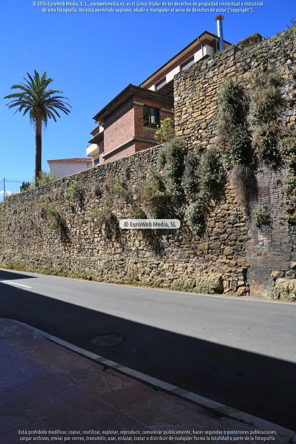 Fotografía de Restos de la muralla medieval en Oviedo. Asturias. España.