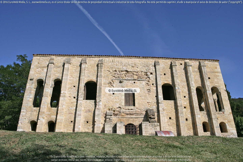 Fotografía de Palacio de Santa María del Naranco en Oviedo. Asturias. España.