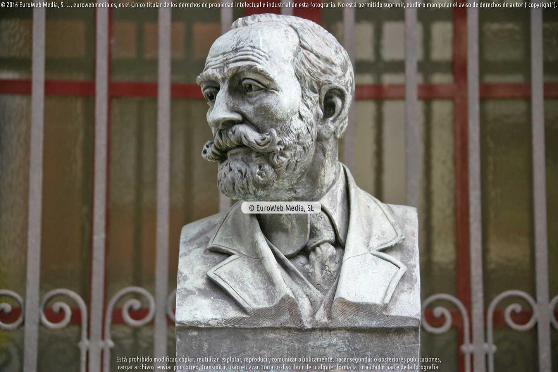 Fotografía de Escultura «Armando Palacio Valdés» en Avilés en Avilés. Asturias. España.