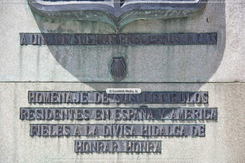 Fotografía de Escultura «Monumento a Manuel Lombardero Arruñada» en Taramundi. Asturias. España.
