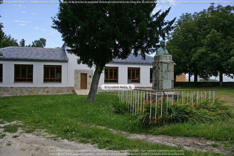 Fotografía de Escultura «Monumento a Manuel García Junceda» en Villayón. Asturias. España.