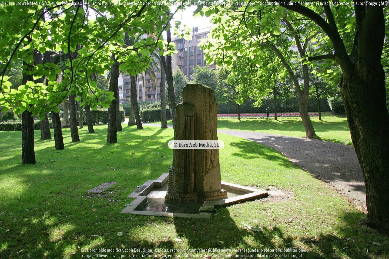 Fotografía de Escultura «Monumento a Manuel Orueta» en Gijón. Asturias. España.