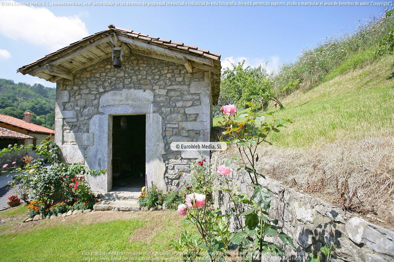 Fotografía de Capilla Caserío de San Pedro en Llanes. Asturias. España.