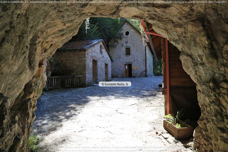 Fotografía de Cueva - Exposición Queso Cabrales en Cabrales. Asturias. España.