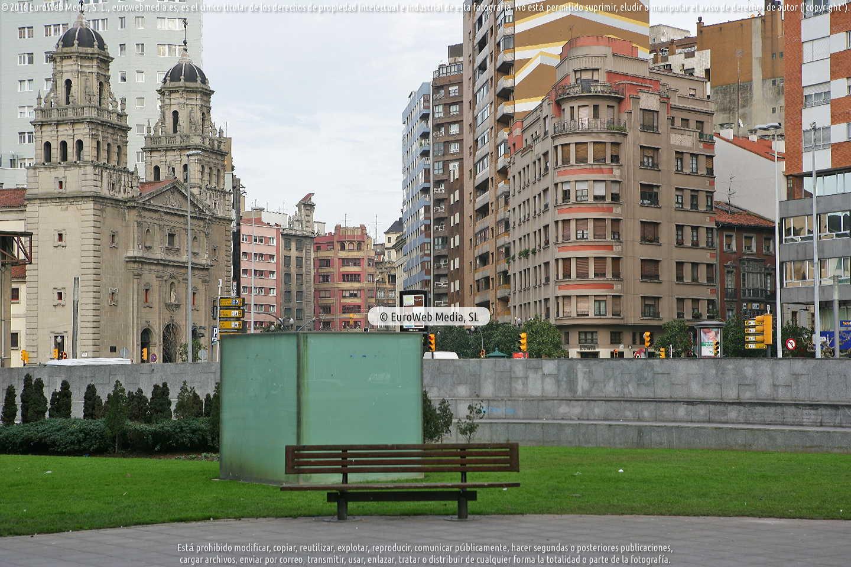 Fotografía de Escultura «Cubo» en Gijón. Asturias. España.