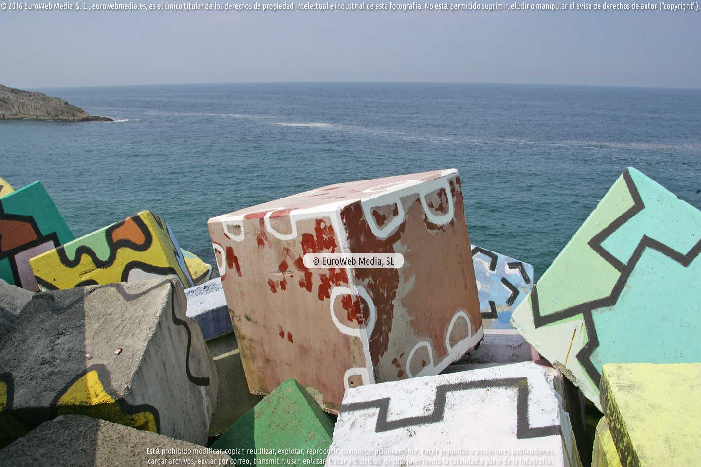 Fotografía de Pintura «Los cubos de la memoria» en Llanes. Asturias. España.