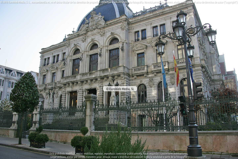 Fotografía de Escultura «Alegorías del Trabajo y las Artes» en Oviedo. Asturias. España.