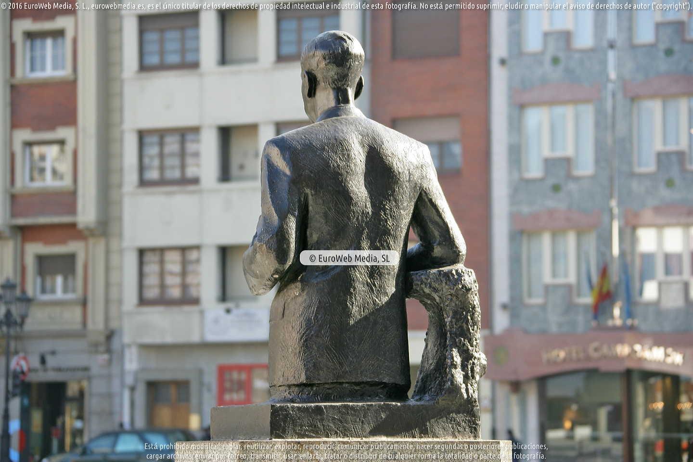 Fotografía de Escultura «Plácido Álvarez Buylla» en Oviedo. Asturias. España.