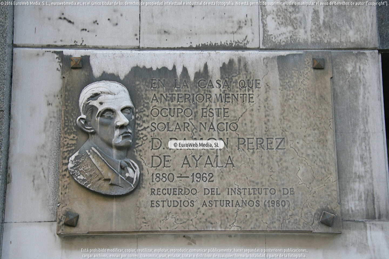 Fotografía de Escultura «Lápida a Ramón Pérez de Ayala» en Oviedo. Asturias. España.