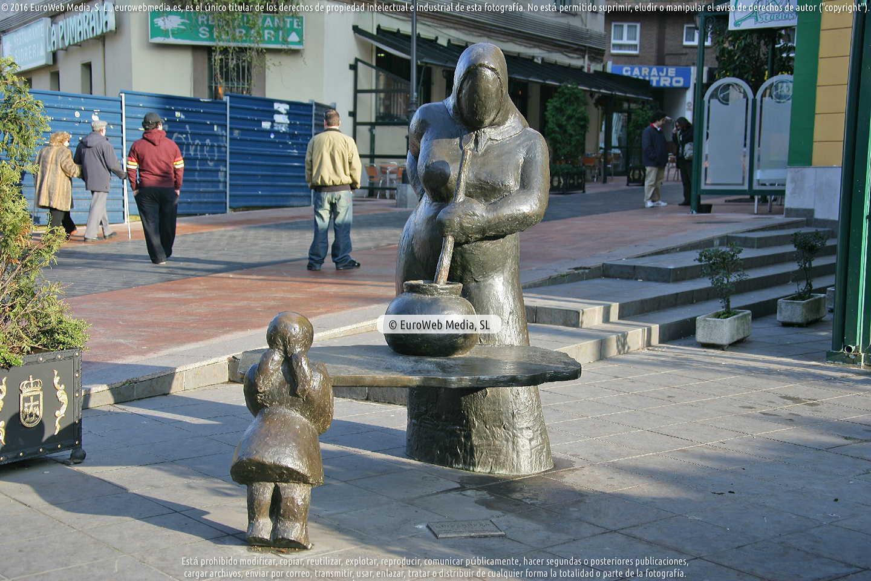 Fotografía de Escultura «Guisandera» en Oviedo. Asturias. España.