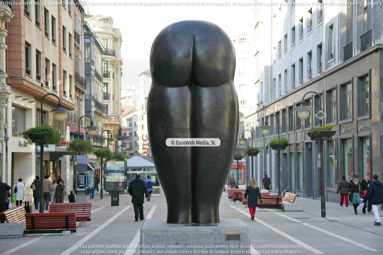 Fotografía de Escultura «Culis monumentalibus» en Oviedo. Asturias. España.