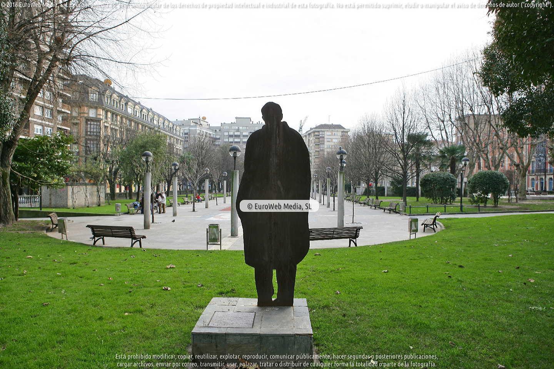 Fotografía de Escultura «Evocación» en Gijón. Asturias. España.