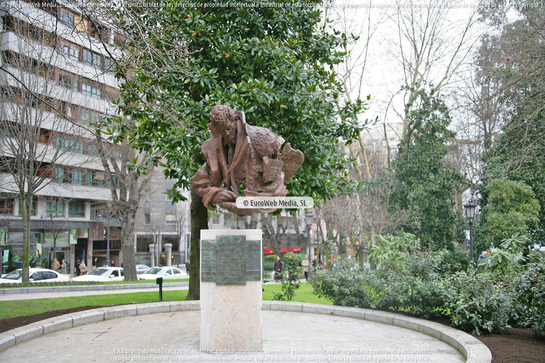Fotografía de Escultura «Manolo Avello» en Oviedo. Asturias. España.