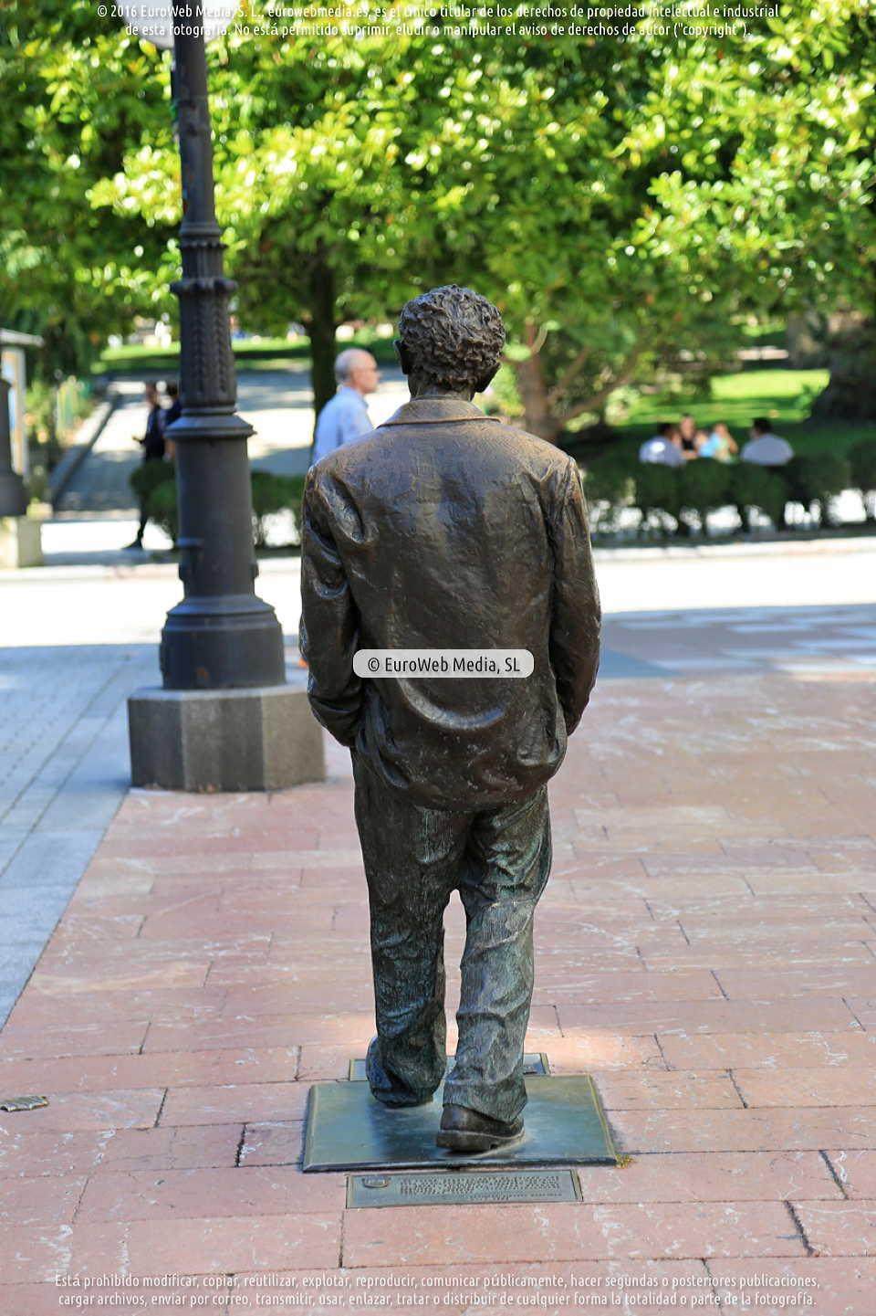 Fotografía de Escultura «Woody Allen» en Oviedo. Asturias. España.