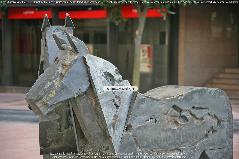 Fotografía de Escultura «Asturcones» en Oviedo. Asturias. España.