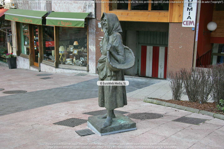 Fotografía de Escultura «La gitana» en Oviedo. Asturias. España.