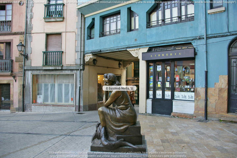 Fotografía de Escultura «La pescadera» en Oviedo. Asturias. España.
