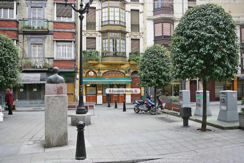 Fotografía de Escultura «José González, El Presi» en Gijón. Asturias. España.