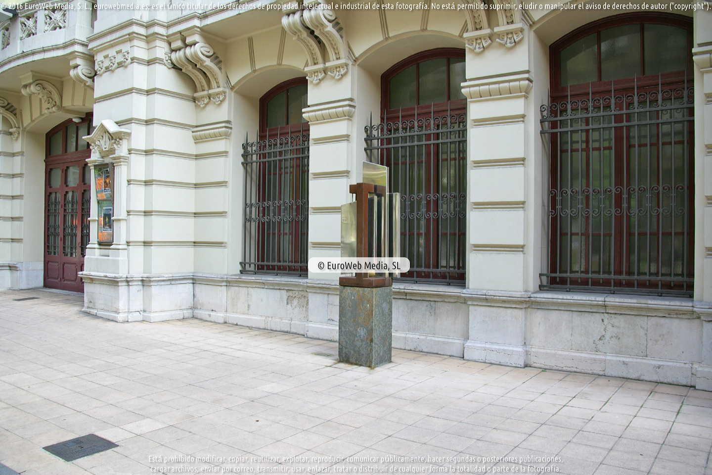 Fotografía de Escultura Ente Bambalines en Avilés. Asturias. España.
