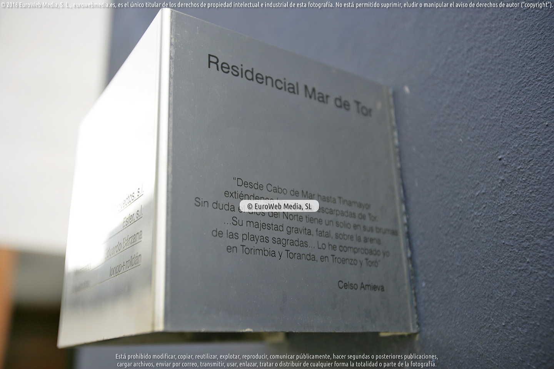 Fotografía de Edificio de viviendas «Mar de Tor» en la avenida de la Paz de Llanes en Llanes. Asturias. España.