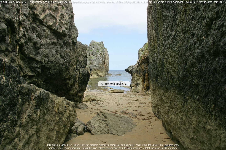 Fotografía de Playa La Canalina en Llanes. Asturias. España.
