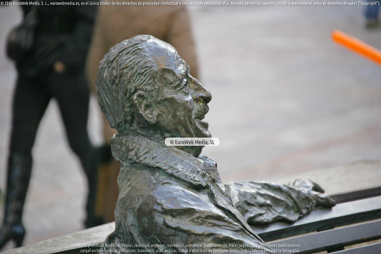 Fotografía de Escultura «Luis Riera Posada» en Oviedo en Oviedo. Asturias. España.