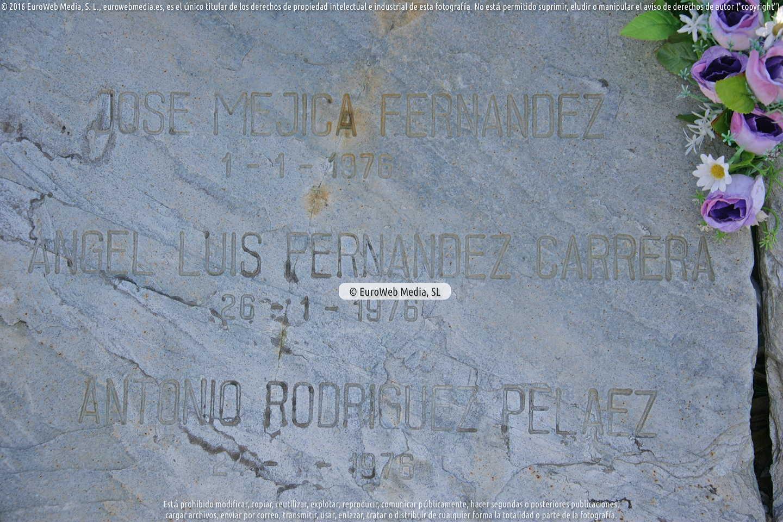 Fotografía de Escultura «en memoria de las personas que encontraron el reposo eterno en la Mar» en Coaña. Asturias. España.