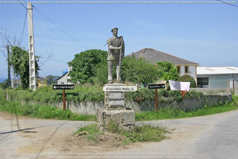 Fotografía de Escultura «Monumento a sus antepasados» en Coaña. Asturias. España.