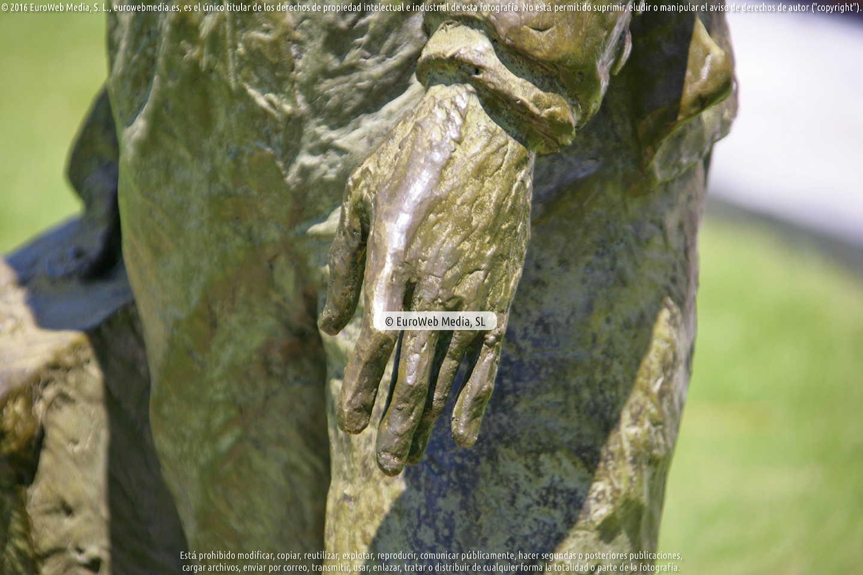 Fotografía de Escultura «Emigrante» en Cangas de Onís. Asturias. España.