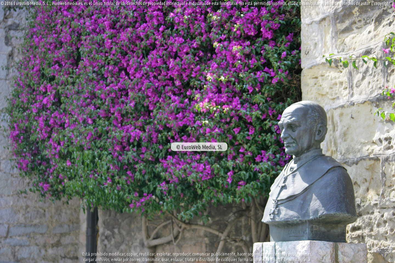 Fotografía de Escultura «Cardenal Inguanzo» en Llanes. Asturias. España.