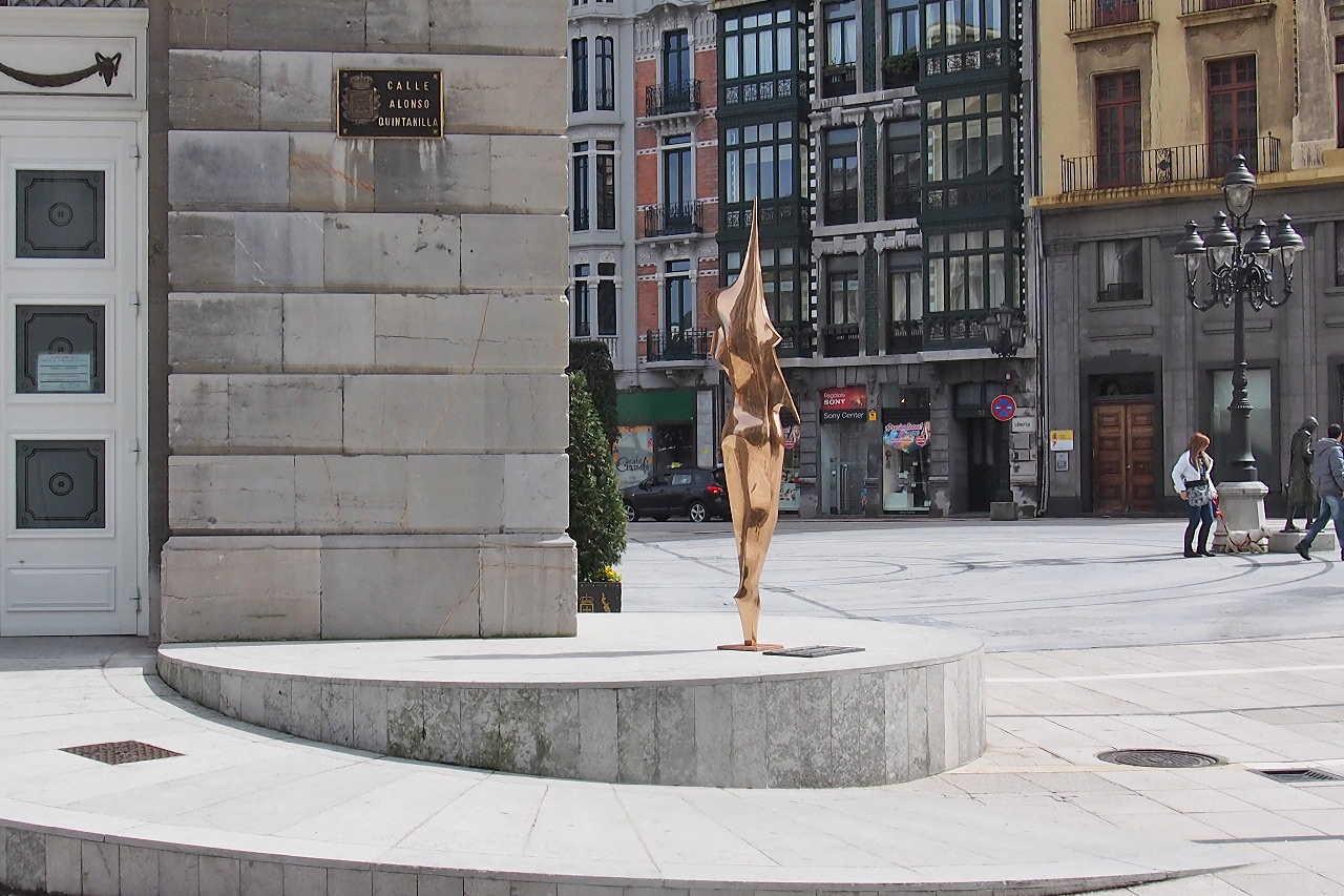 Fotografía de Escultura «La bailarina» en Oviedo. Asturias. España.