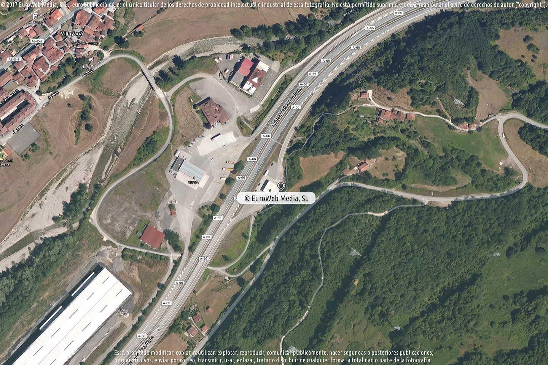 Fotografía de Estación de servicio Cepsa en El Castiil.lu en Lena. Asturias. España.