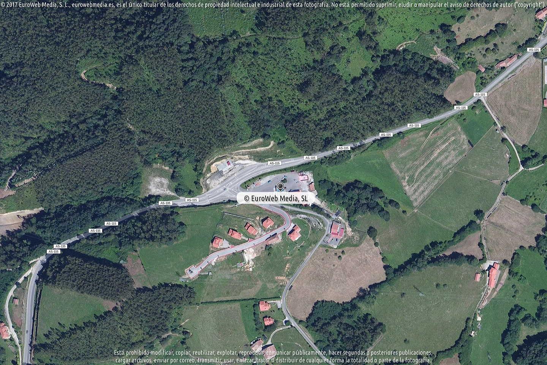 Fotografía de Estación de servicio El Centro en Turanzas en Llanes. Asturias. España.