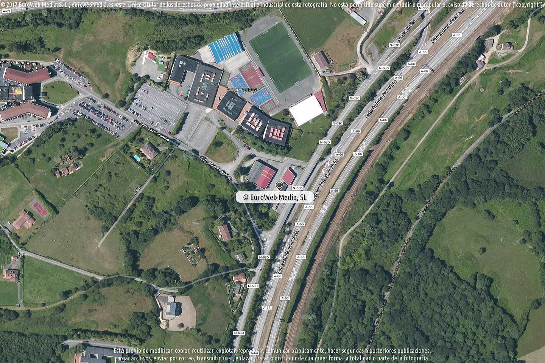 Fotografía de Estación de servicio Repsol en Latores en Oviedo. Asturias. España.