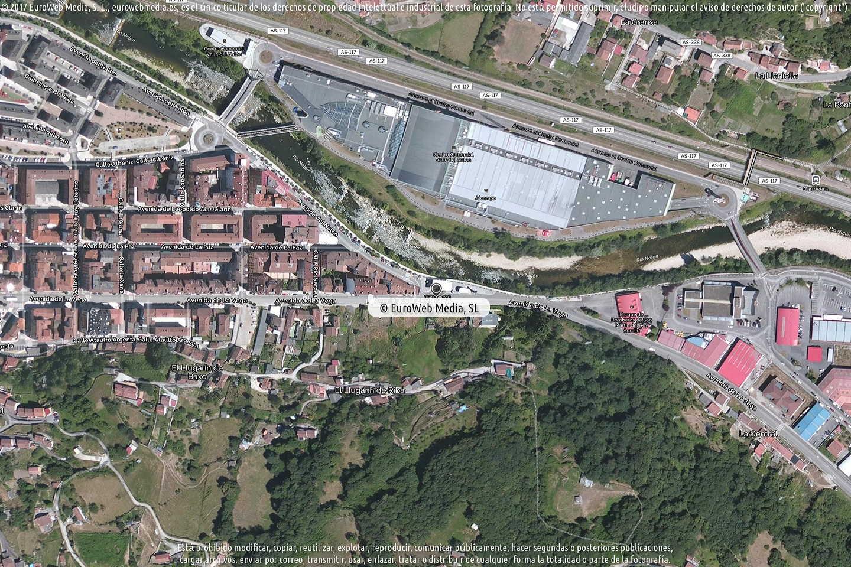 Fotografía de Estación de servicio Petronor en L'Entregu - El Entrego en San Martín del Rey Aurelio. Asturias. España.
