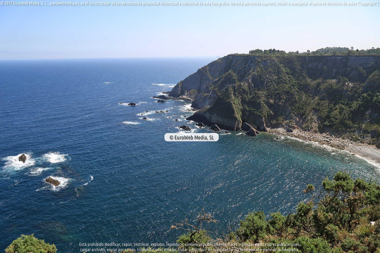 Fotografía de Playa de El Pomar, Cerrón o La Olla en Cudillero. Asturias. España.